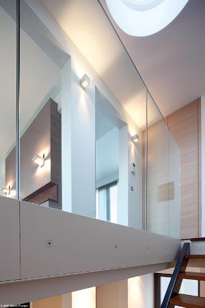Transparence et fluidité pour ce garde-corps conforme aux normes réglementaires ©AGC Glass