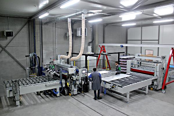 Ligne d'encollage automatisée Euradif pour ouvrants monobloc décoratif en aluminium Portabloc©Euradif