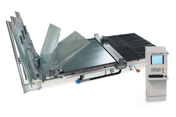 REV 370 SLH : la ligne peut être connectée à plusieurs solutions de stockage de verre : d'un seul pupitre, au rangement manuel à quatre positions (Bavelloni VS4), aux systèmes automatiques plus complexes étudiés selon les exigences spécifiques des clients ©Bavelloni