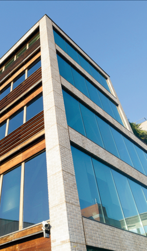 L'INPI valorise sa démarche RSE avec la mise en oeuvre de 1 400 m² de vitrage Sageglass® ©Saint Gobain