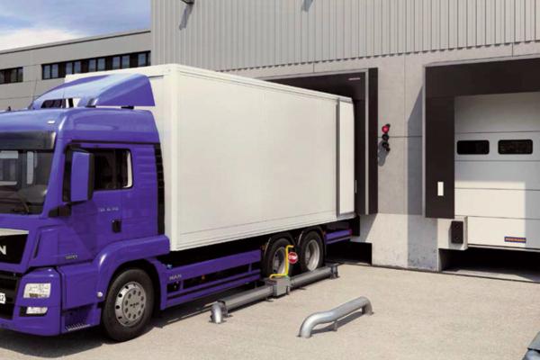 Le système de blocage de roues MWB conçu par Hörmann empêche le camion de quitter la position d'accostage sécurisée ©Hörmann