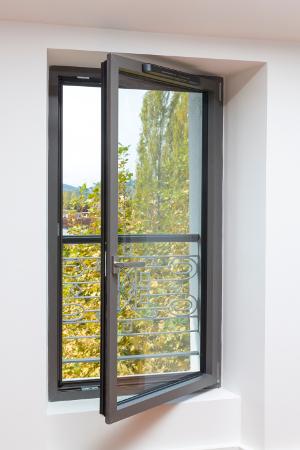 Ventilation Des Fenêtres Un Sujet Dans Lair Du Temps Fermeture